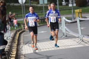 Seite an Seite laufen Peter und Clemens Schwöbel